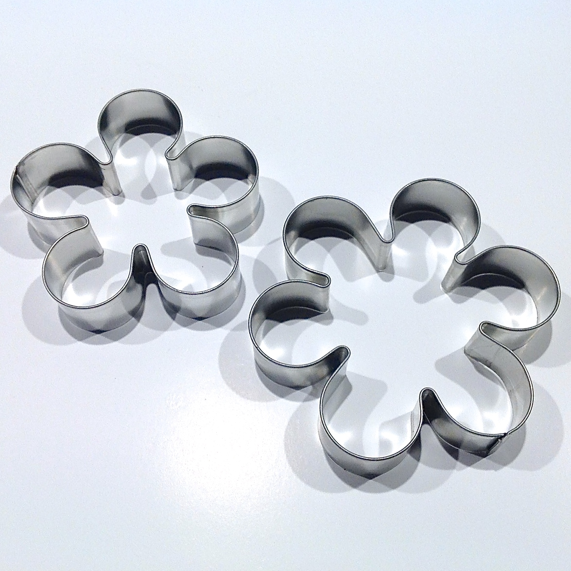 6 petal daisy flower cookie cutter
